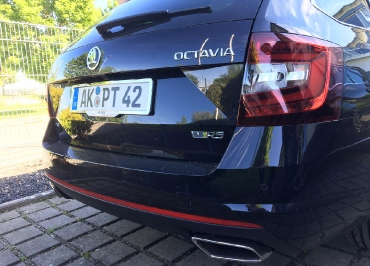 Kundenfoto Skoda Octavia mit Kennzeichenhalter und Fuhrpark Inlay