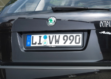 Kennzeichenhalter Skoda Octavia schwarz glänzend mit Lasergravur