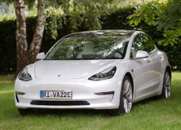 Tesla3 Kennzeichenhalter Edelstahl poliert für Front