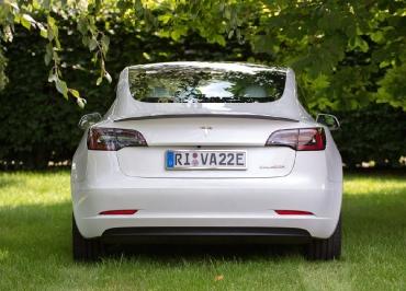 Tesla3 Kennzeichenhalter Edelstahl poliert für Heck