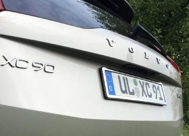 VOLVO XC90 mit Kennzeichenhalter Edelstahl Chrom perfektes Styling