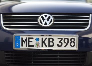 VW Passat Kennzeichenhalter Edelstahl Chrom