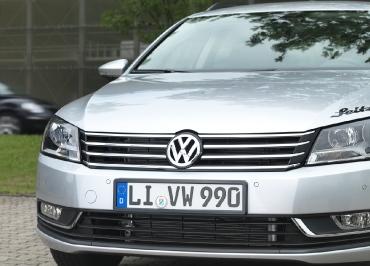 VW Volkswagen Kennzeichenhalter Edelstahl schwarz-glänzend