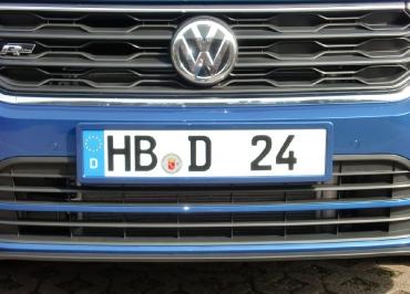 VW T-ROC mit Kennzeichenhalter lackiert in Wagenfarbe und Frontbiegung