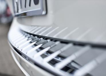Detailfoto VW Touareg Heck Kennzeichenhalter Chrom