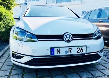 VW Golf VII Front Kennzeichenhalter Chrom